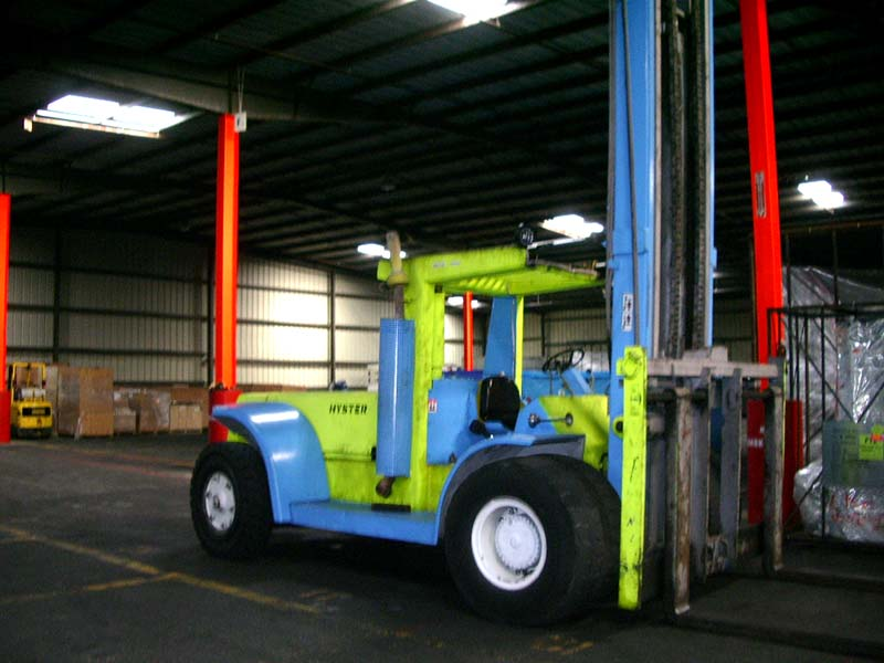 forklift_in_warehouse
